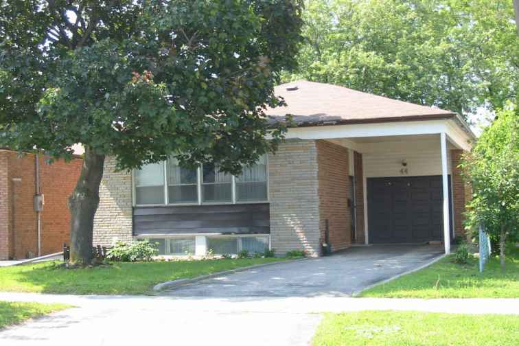 44 REGINA AVE  ASKED: $649,000 SOLD **660,000